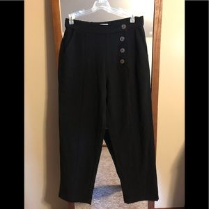 Black cropped pant with button detail